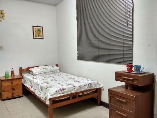 Cozy, private room near train station