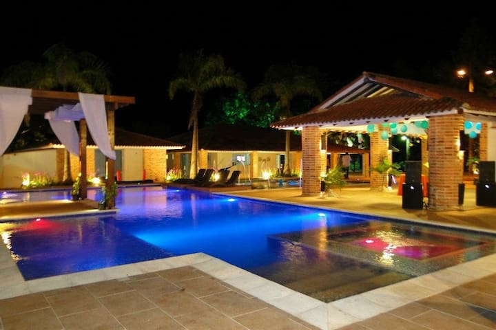 Alquilo Hacienda de lujo las Marias - Restrepo  - Kabin