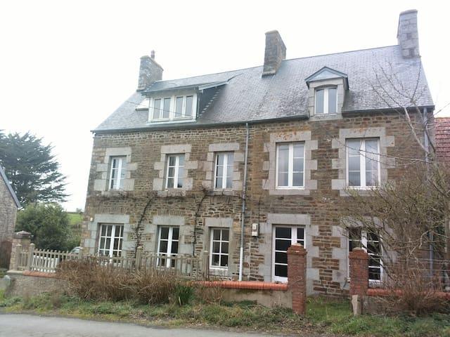 Belle maison très proche de la mer - Saint-Pair-sur-Mer - Rumah