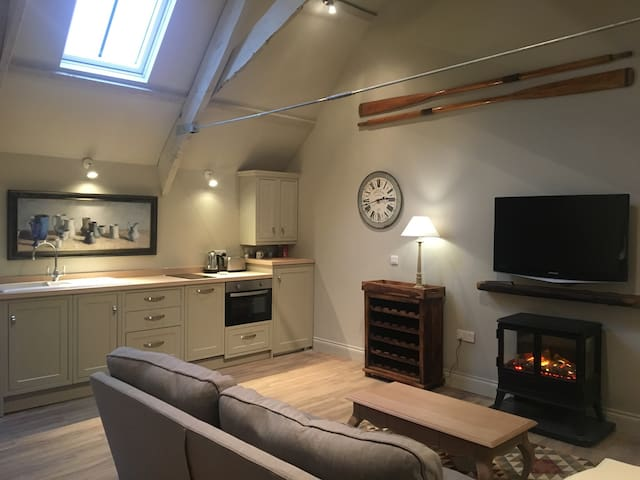 Beautiful newly converted hayloft - Yealmpton - Apartment