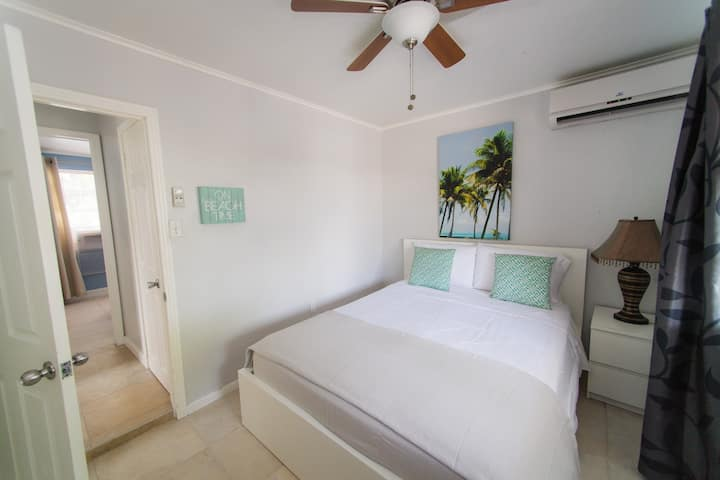 2 Bedroom Apartment 1 minute to Beach New Listing