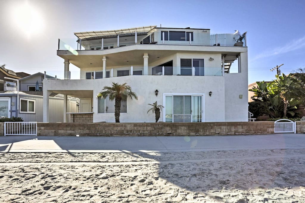 You'll be 1 block from the beach when you book this vacation rental condo!