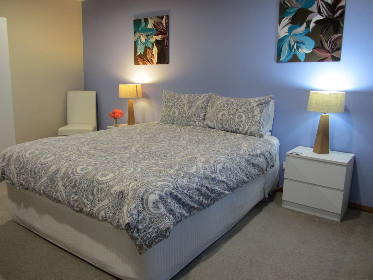 Spacious and comfortable queen bedded room