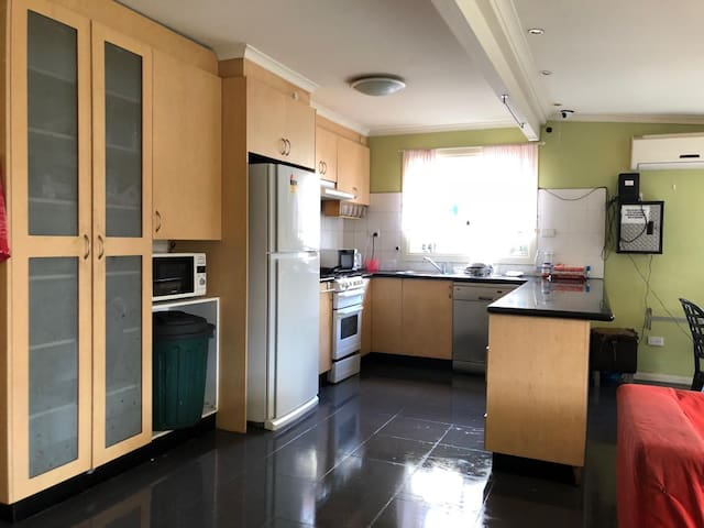 Inner city large clean shared room 3 stops to CBD
