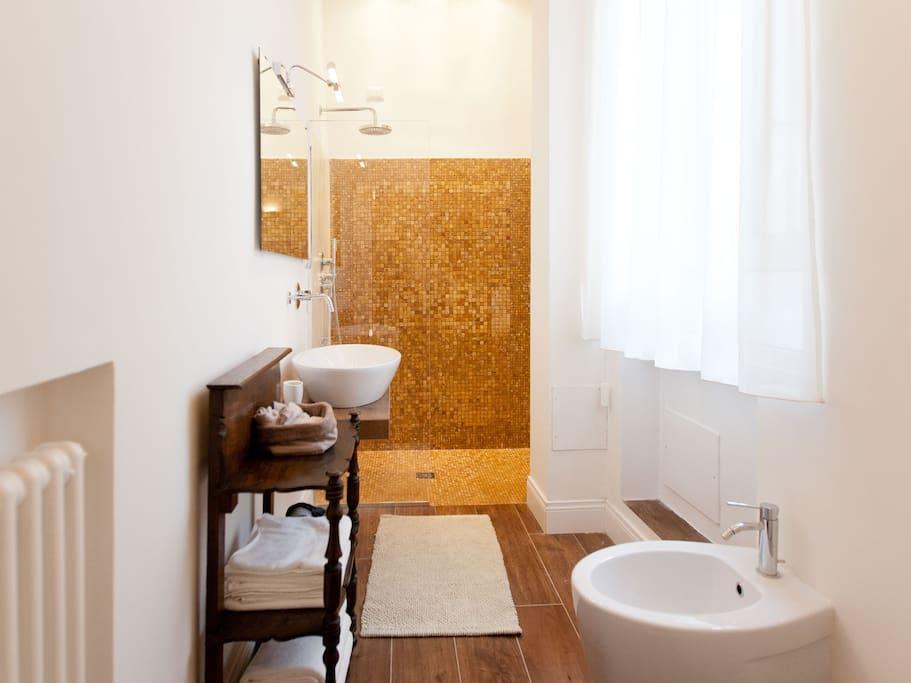 Bathroom /Bagno