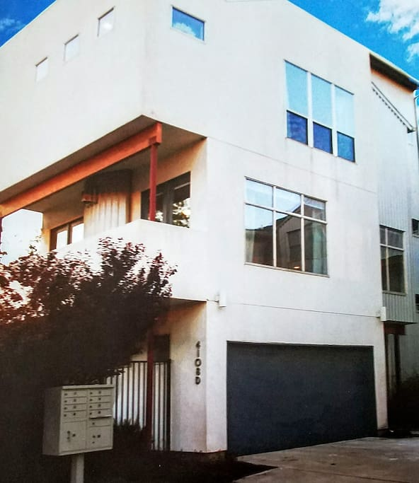 4 story home with rooftop bar and patio overlooking Houston.