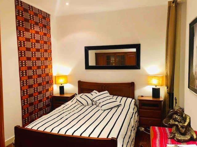 Orange Room - in City Center - Comfortable bed