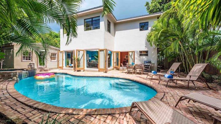 **LA VIE EN ROSE @ BEACHSIDE** Modern Home / Large Pool + LAST KEY SERVICES...