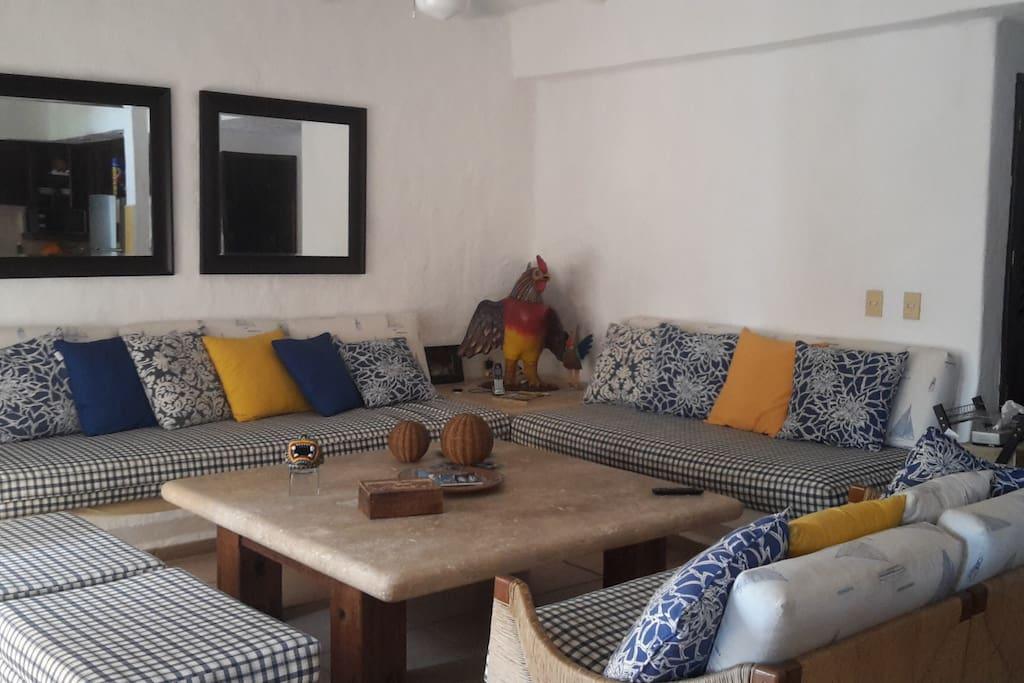 Main living room w/TV