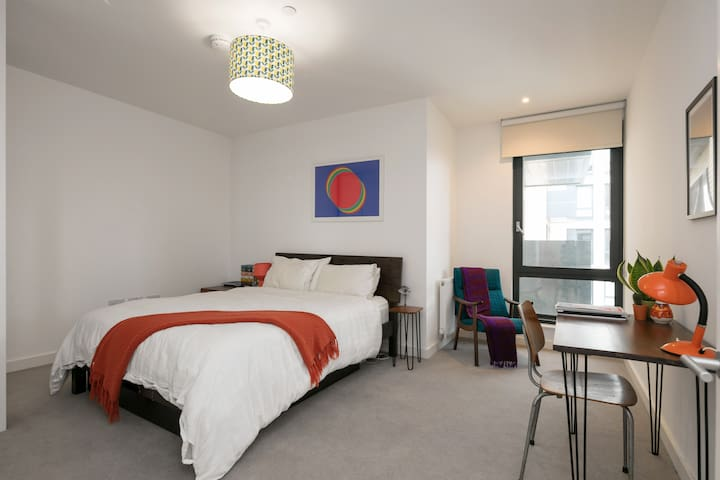 One double bedroom apartment in Bethnal Green