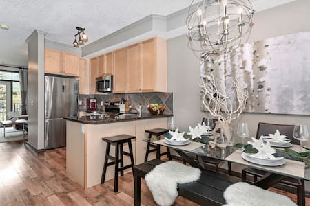 Canmore Mountain Chalet 2BR/2BATH Premium Suite - Canmore - Řadový dům