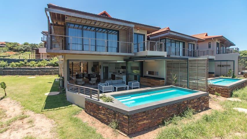 3 Bedroom Villa in Zimbali - OCE331