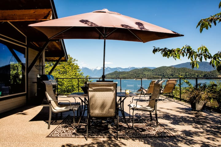 Large family cottage huge Views! - Gibsons - House