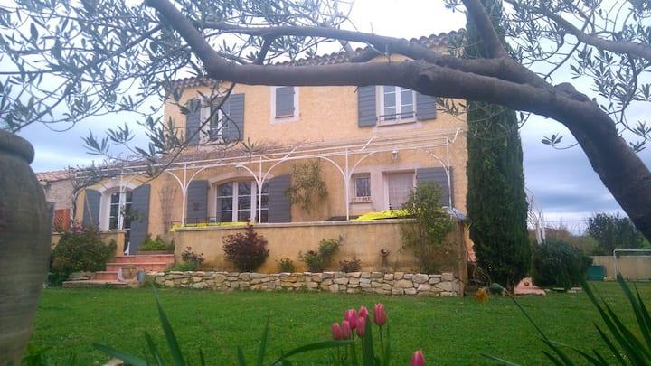 Villa Bastide avec piscine (Gard).