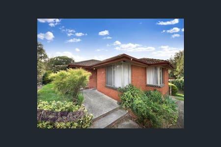 Practical room for budget traveller - Blackburn - Rumah