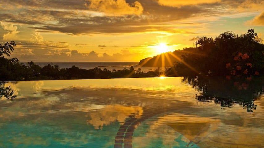 Luxury Villa in Pelican Eyes Resort walk to town
