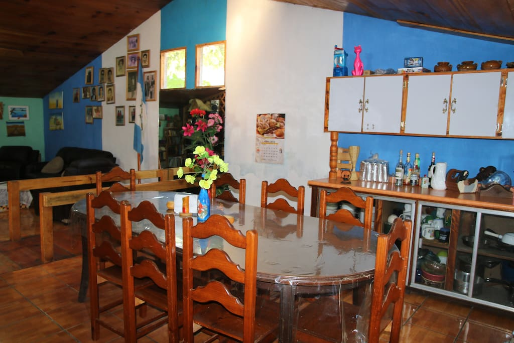 cocina y comedor compartido en la posada Maya Maná.