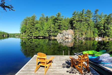 Lakefront cottage 35 mins from Ottawa