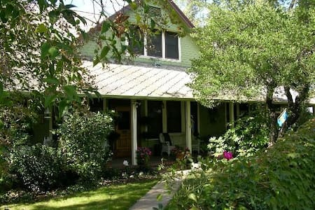 Whole upstairs incl. parlour 3br/3b sleeps 7 - Sonora - Bed & Breakfast