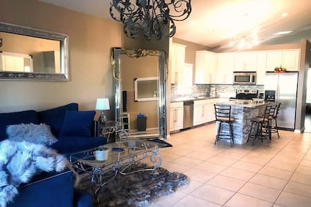 Gorgeous 2 story home near theme parks
