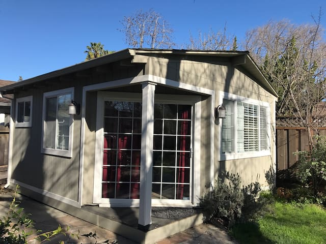 Gorgeous cabin in beautiful garden - Redwood City - Cabin