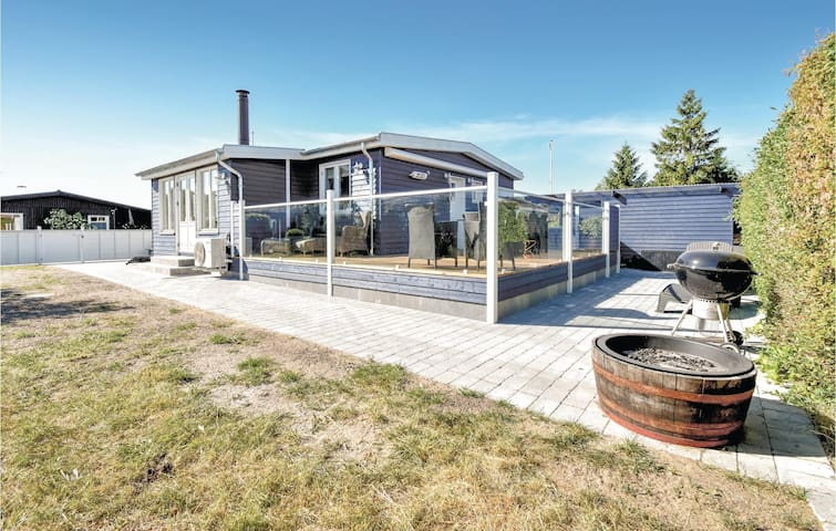 Holiday cottage with 2 bedrooms on 73m² in Nyborg