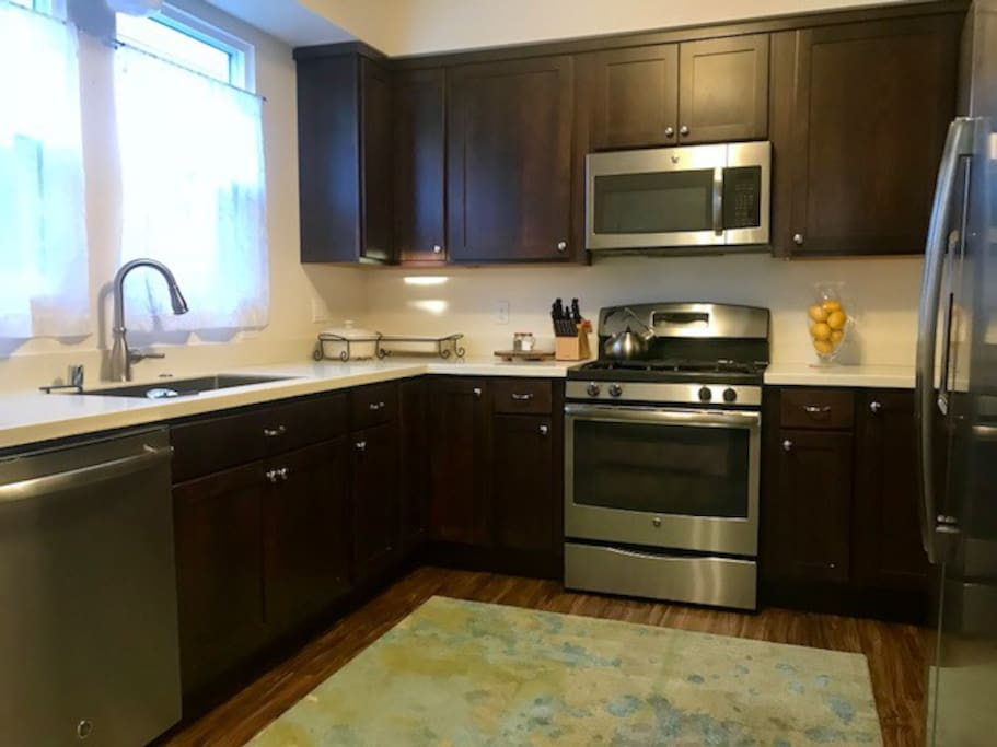 Newly remodeled kitchen with luxury appliances!