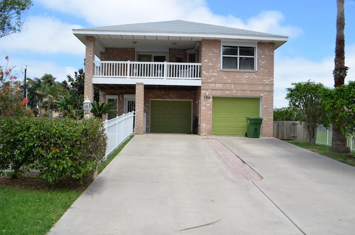 Spacious Family Retreat with Private Pool!