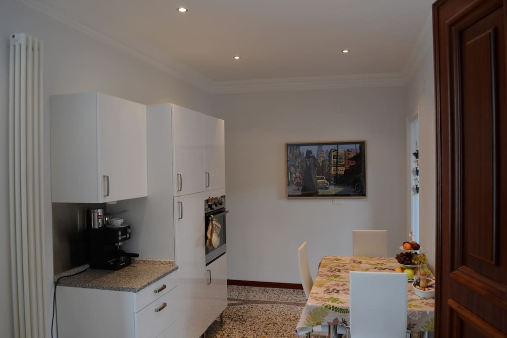Sala d'ingresso con cucina - Entrance hall with kitchen
