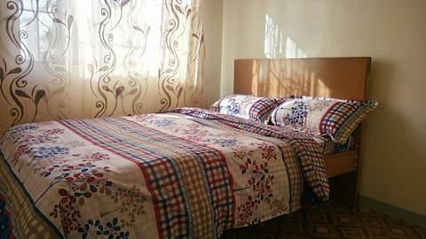 Comfy African Room,Fast Wifi close to Airport