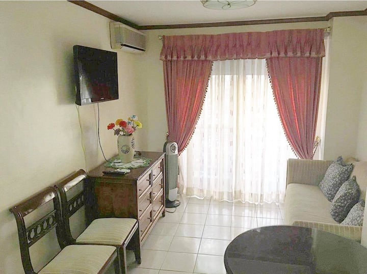 Spacious 2-Bedroom Condo Unit with Kitchen in QC