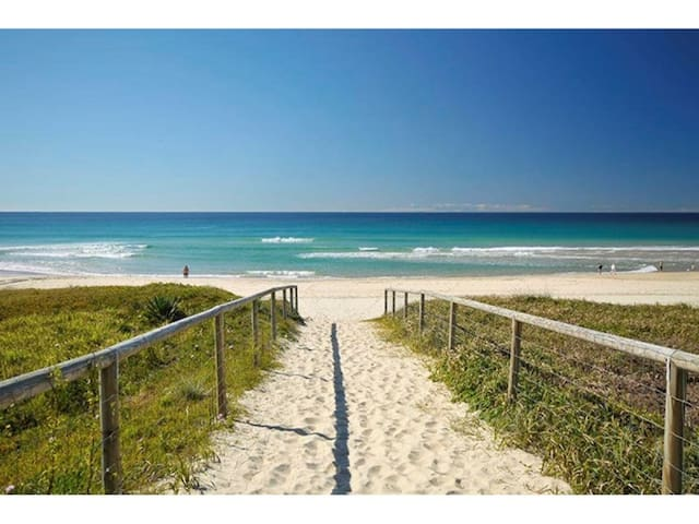 """VILLA BONNIEUX"" MERMAID BEACHSIDE GOLD COAST - Mermaid Beach - Villa"