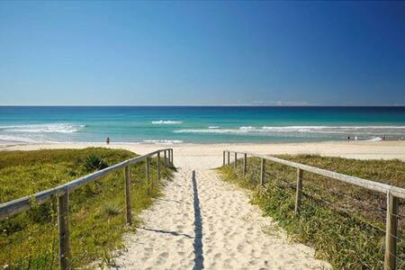 """VILLA BONNIEUX"" MERMAID BEACHSIDE GOLD COAST - Mermaid Beach"