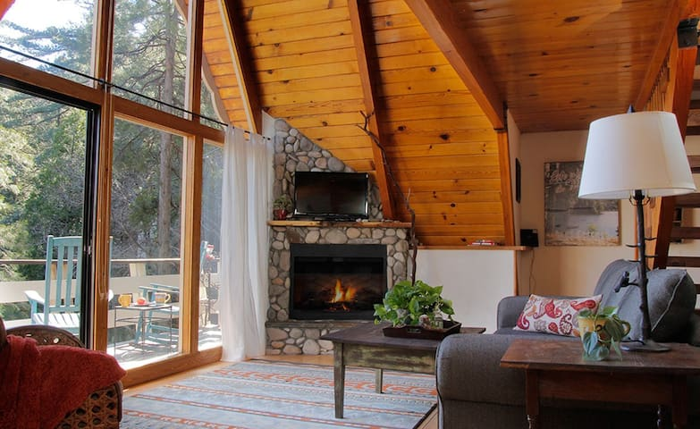 Toad Haven Cottage - Crestline CA - Crestline - Cabin