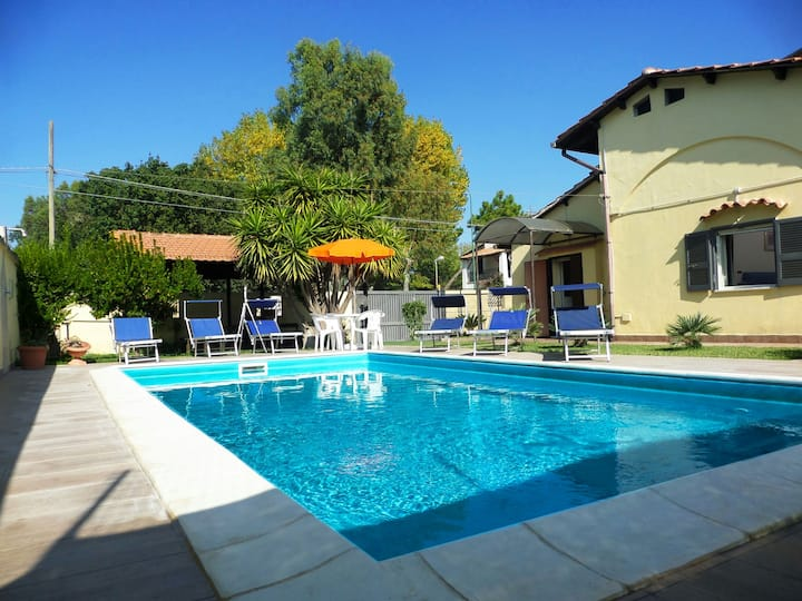 Villa Giovanna, with pool. Not far from the sea