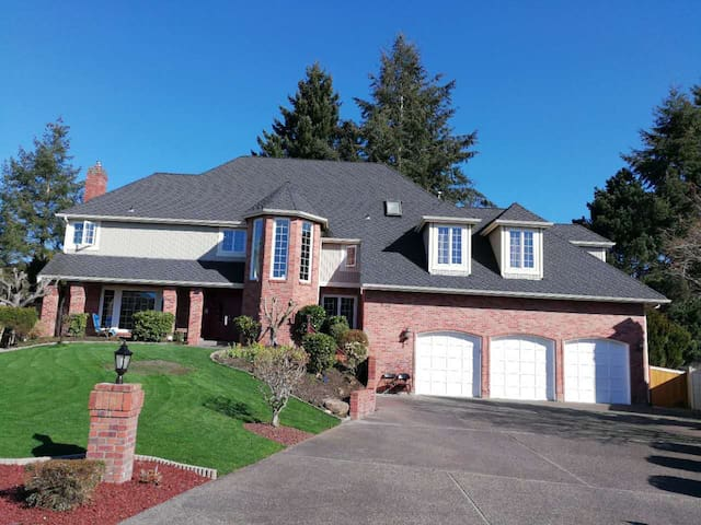 Privacy comfy Room in amazing House - Federal Way