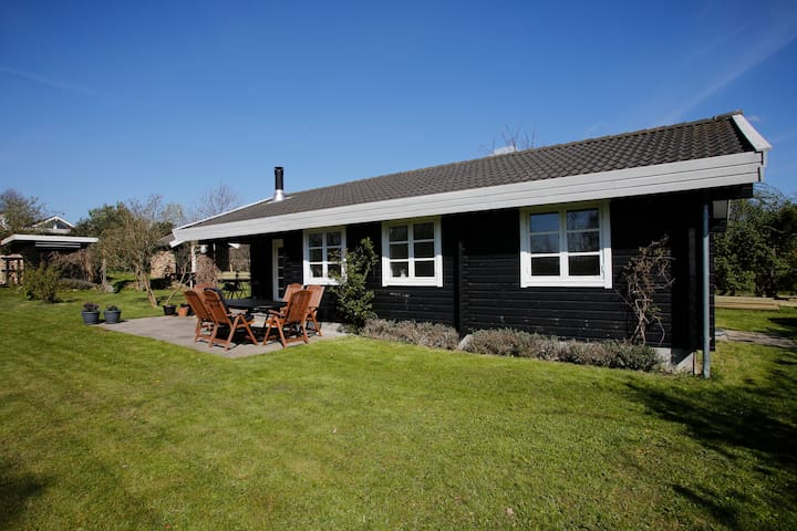 Peaceful summer cottage