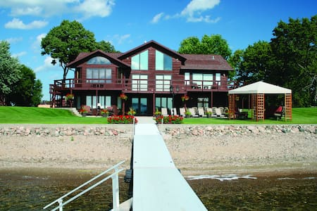 Luxurious Lake Front Hideout- Ft in Home Magazine!