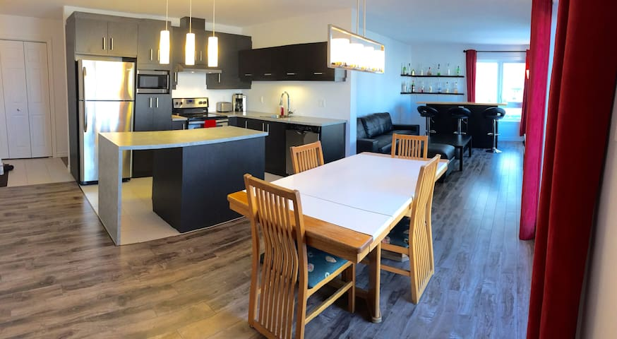 Modern condo close to everything! - Ville de Québec - Apartamento
