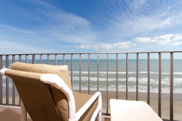 3 Bedroom Beachfront Penthouse 4U! Beach is Open!