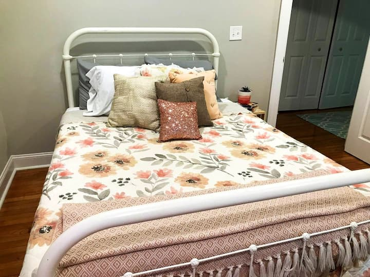 Sweet Private Suite in Center of Starkville