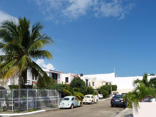 GATED FAMILY HOUSE 7 PERS WIFI,PARKING, MAIN AV.