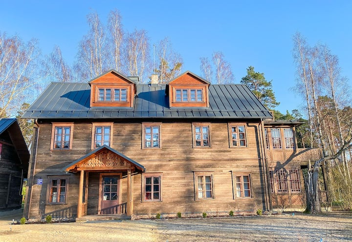 Historical wooden apart hotel 5 min walk from sea