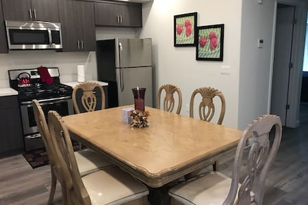 Gorgeous fully furnished Apt/with all amenities - Los Angeles - Lägenhet
