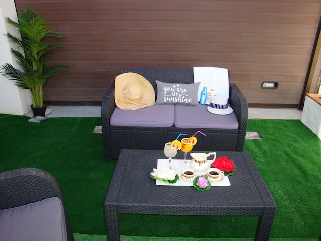 """""""PARADISE APARTMENT""""a 100 metres from the beach ."""