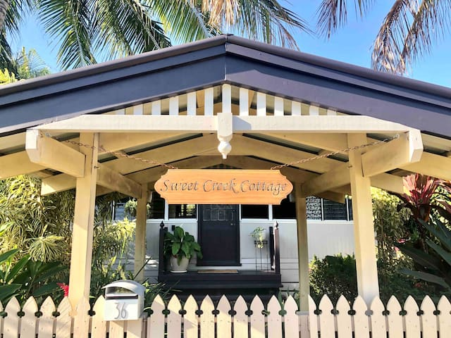 ♥Palm Cove Cottage♥ 200m to Beach & Cafes ★Bikes★