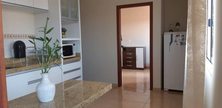 Apartamento de um Quarto com lavanderia e garagem