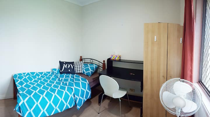 Clean and comfort single bed room, 步行至華人區購物中心B04