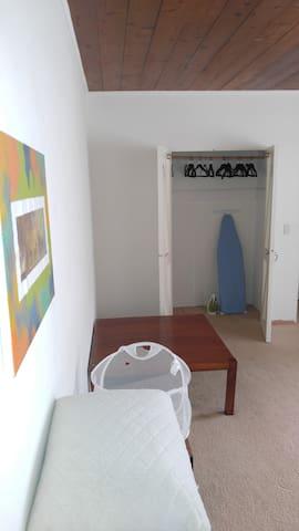 Large private room & bathroom in superb location - Santa Bàrbara - Pis