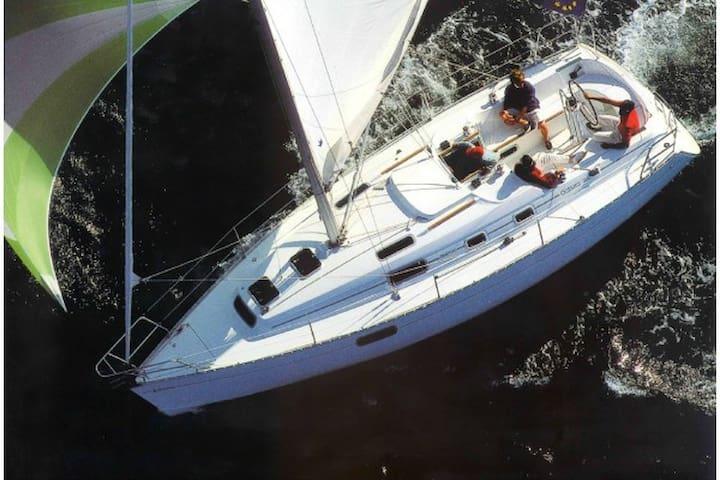 Luxury Sloop: Sleep aboard Kittery Point, ME!